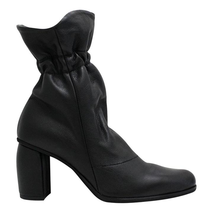 Lili Mill 6755 Black womens pointed toe boot